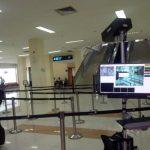 pemeriksaan suhu tubuh di bandara virus corona