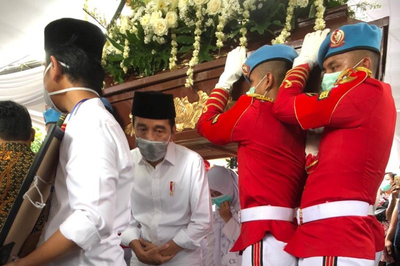 pemakaman ibunda jokowi